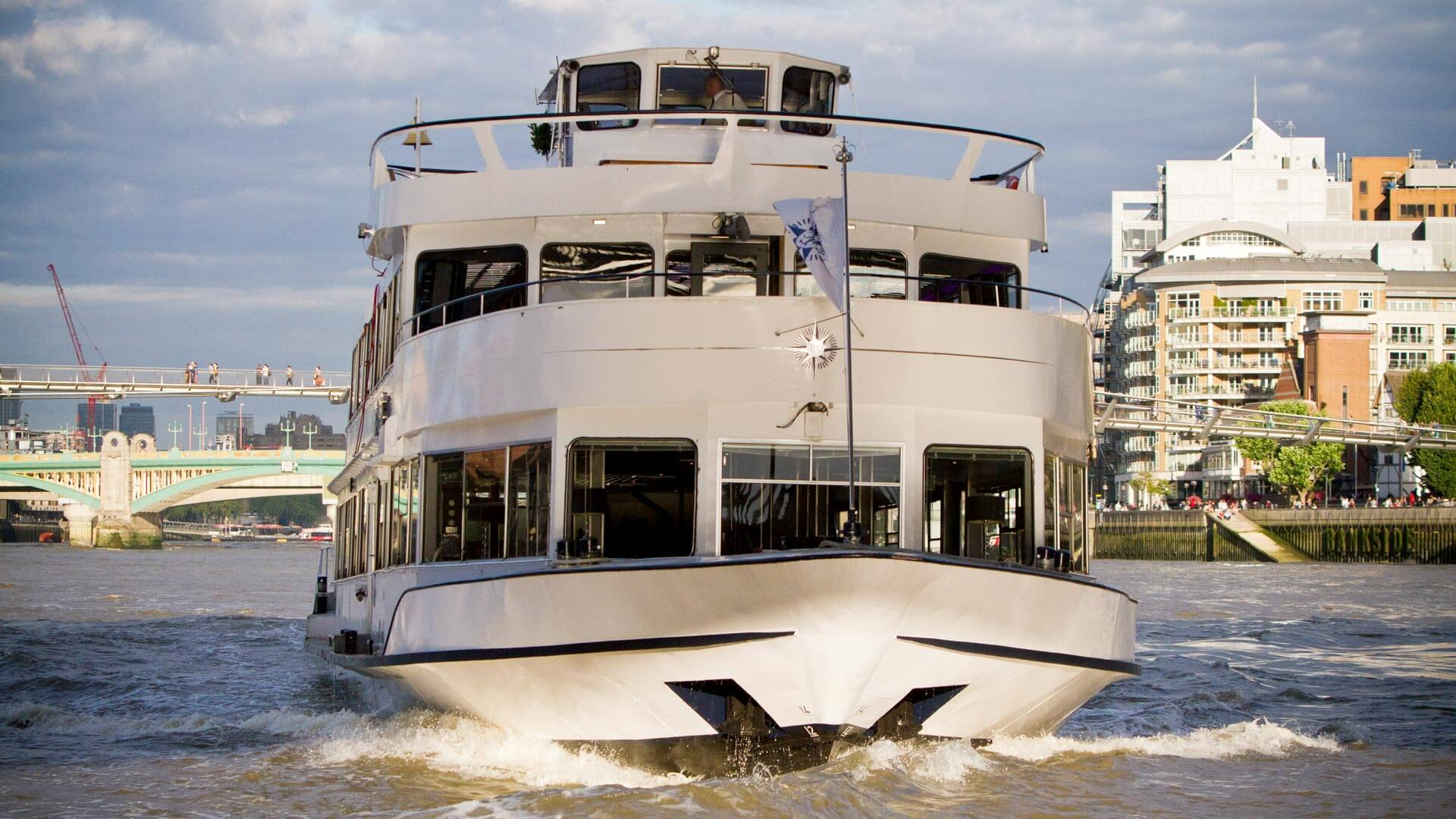 Christmas Boat Party London.Christmas Party Boats Thames Luxury Charters Private