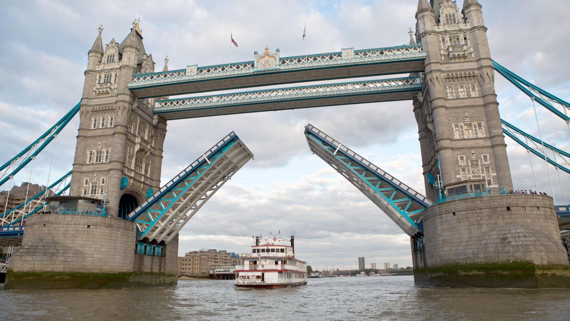 Dixie Queen Fleet Thames Luxury Charters