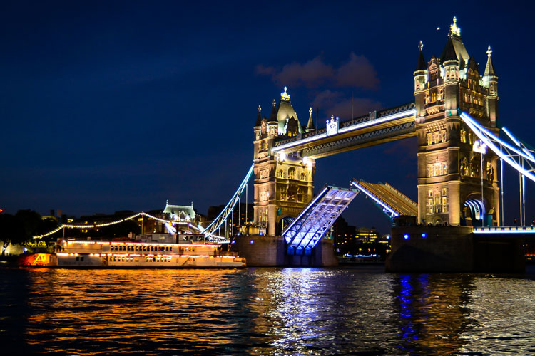 thames luxury charters dixie queen tower bridge night